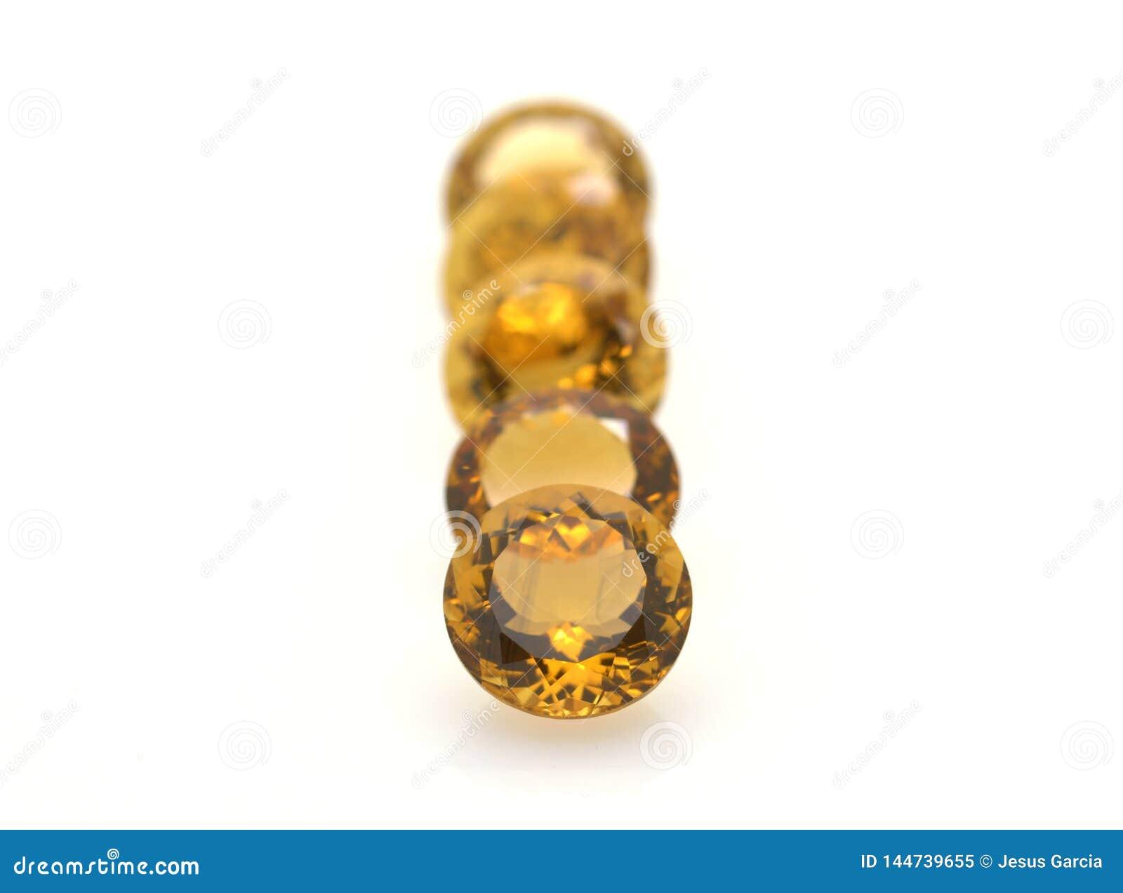 Grupo de gemas citrinas amarelas preciosas lustradas e brilhantes Pedras e joias
