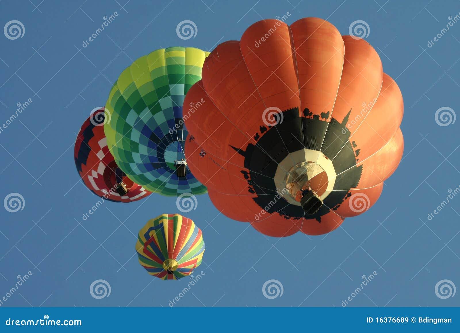 Grupo de globos del aire caliente