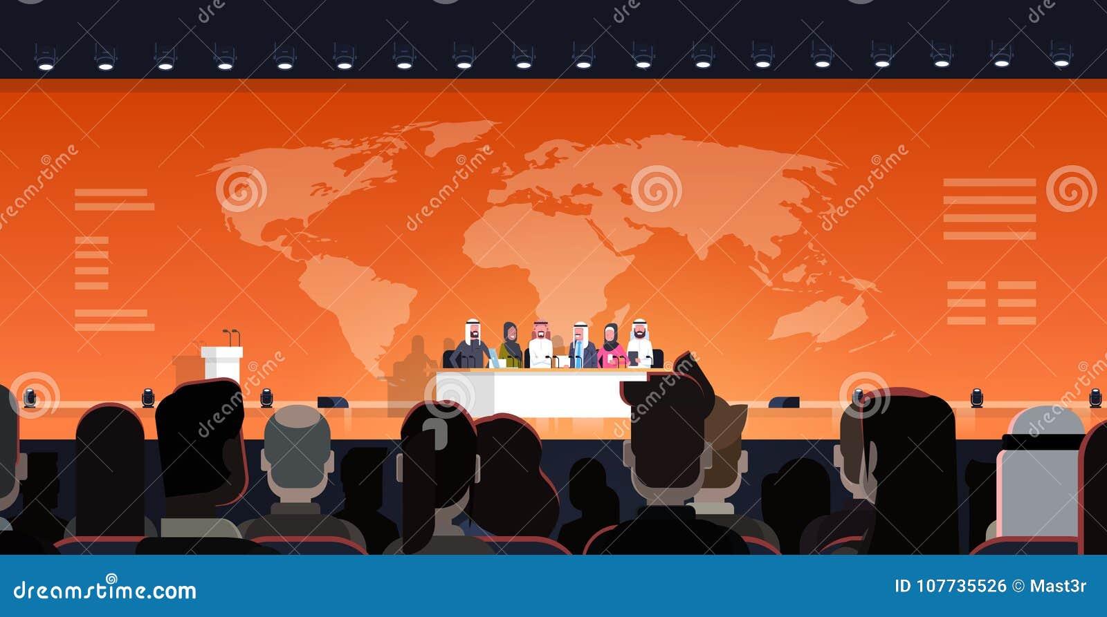 Grupo de hombres de negocios árabes en entrevista del debate público de la conferencia sobre la reunión oficial del fondo del map