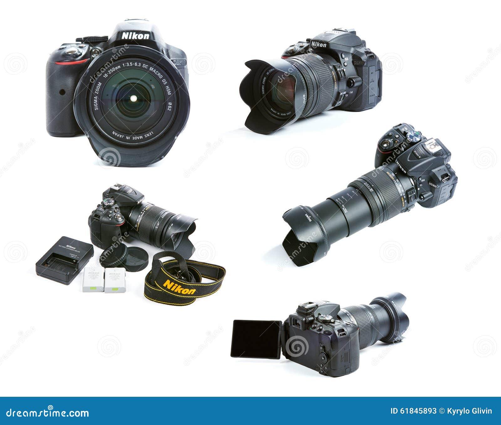 Grupo de imagens de grupo da câmera de Nikon D5300 DSLR com a lente, as baterias e o carregador do Sigma do zumbido