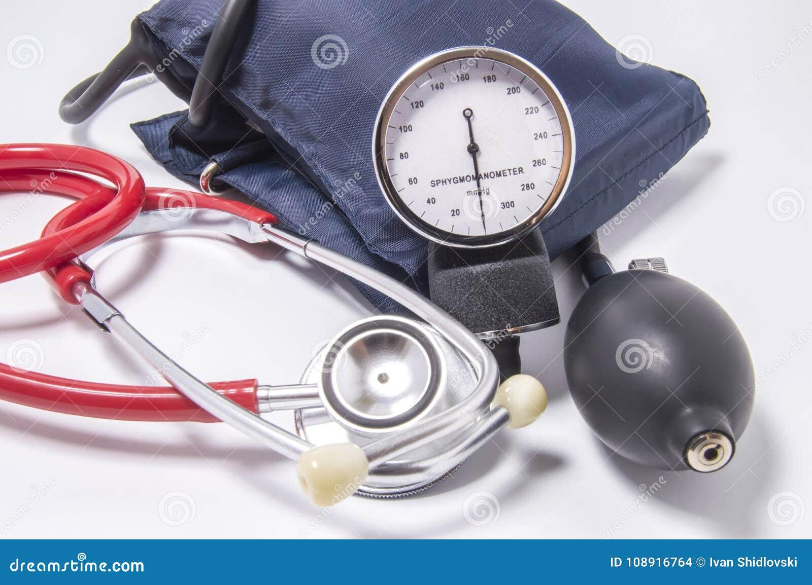 Grupo de jogo diagnóstico para determinar a pressão sanguínea aumentada para doutores da cardiologia, medicina interna, terapêuti