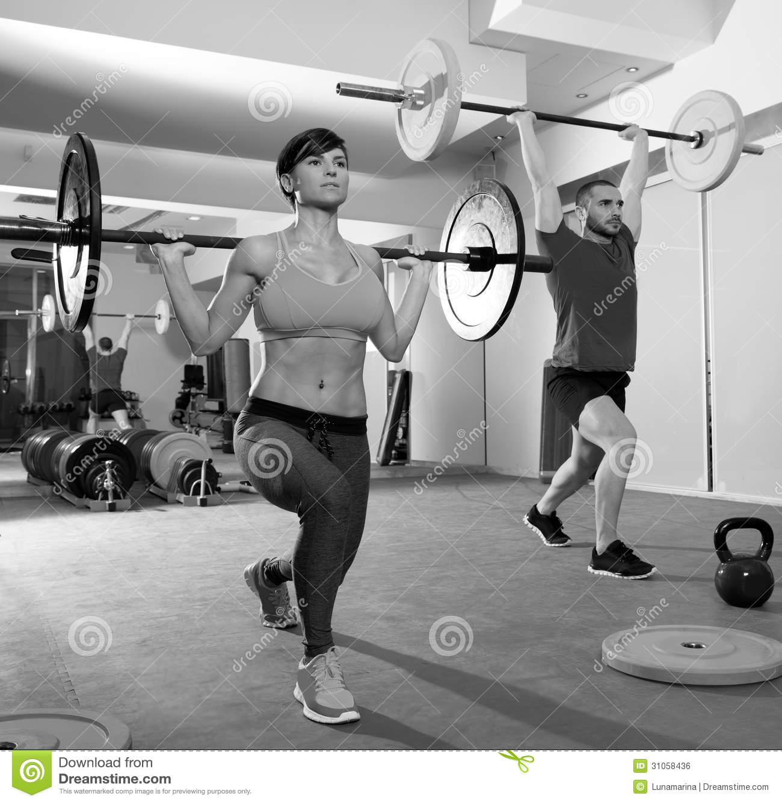 Grupo de la barra del levantamiento de pesas del gimnasio - Imagenes de gimnasio ...