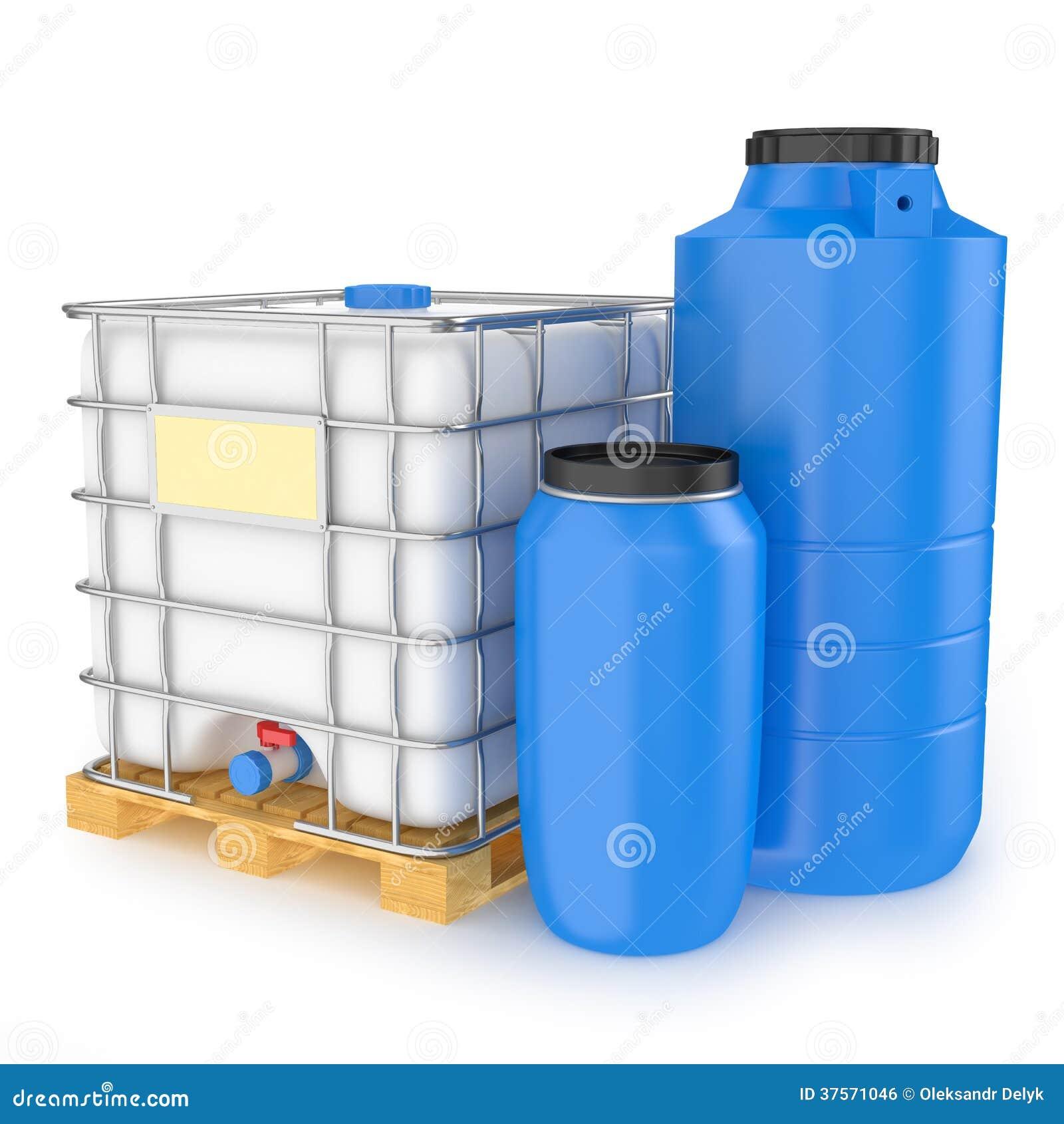 Grupo de los tanques de agua pl sticos en el fondo blanco for Piscicultura en tanques plasticos