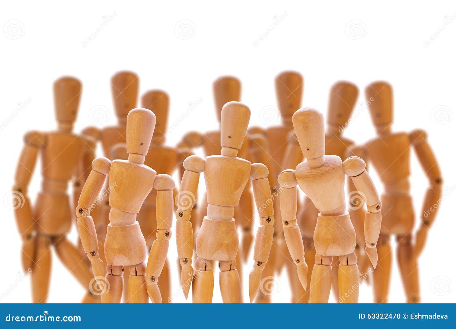 Grupo de manequins de madeira
