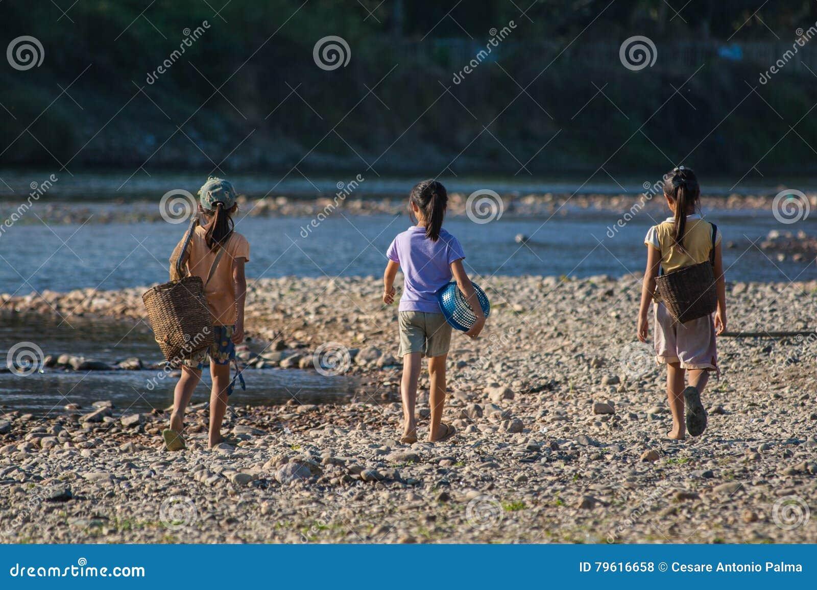 Grupo de meninas laotian