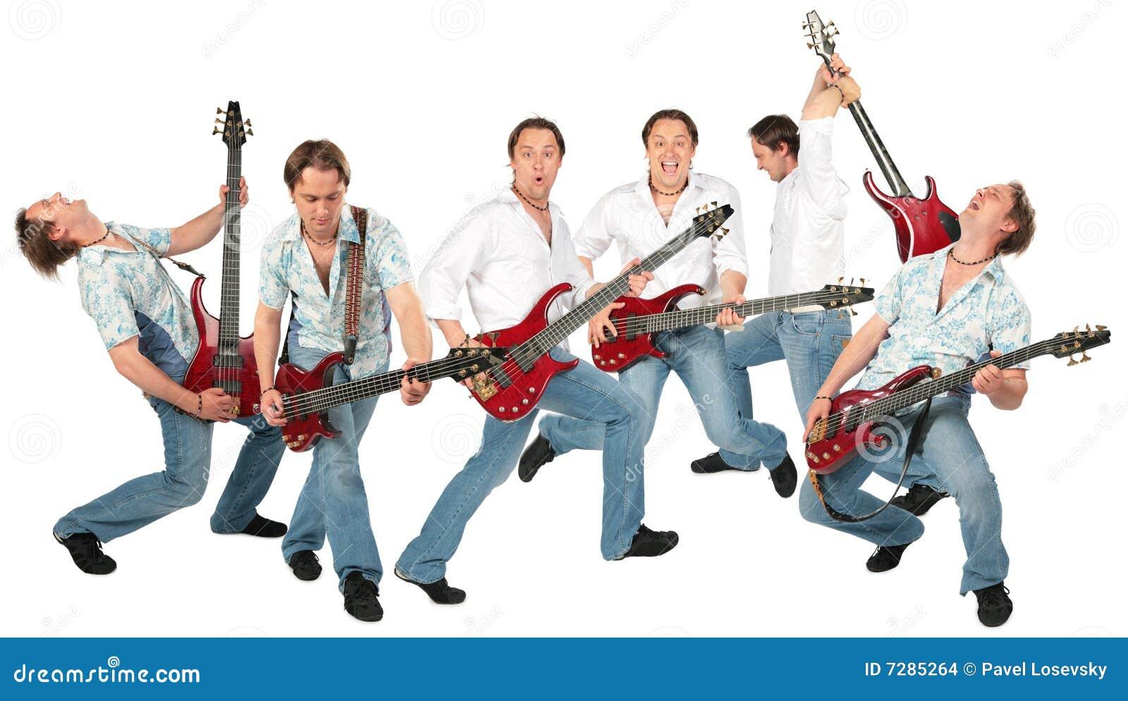Grupo de muchos guitarristas aislado