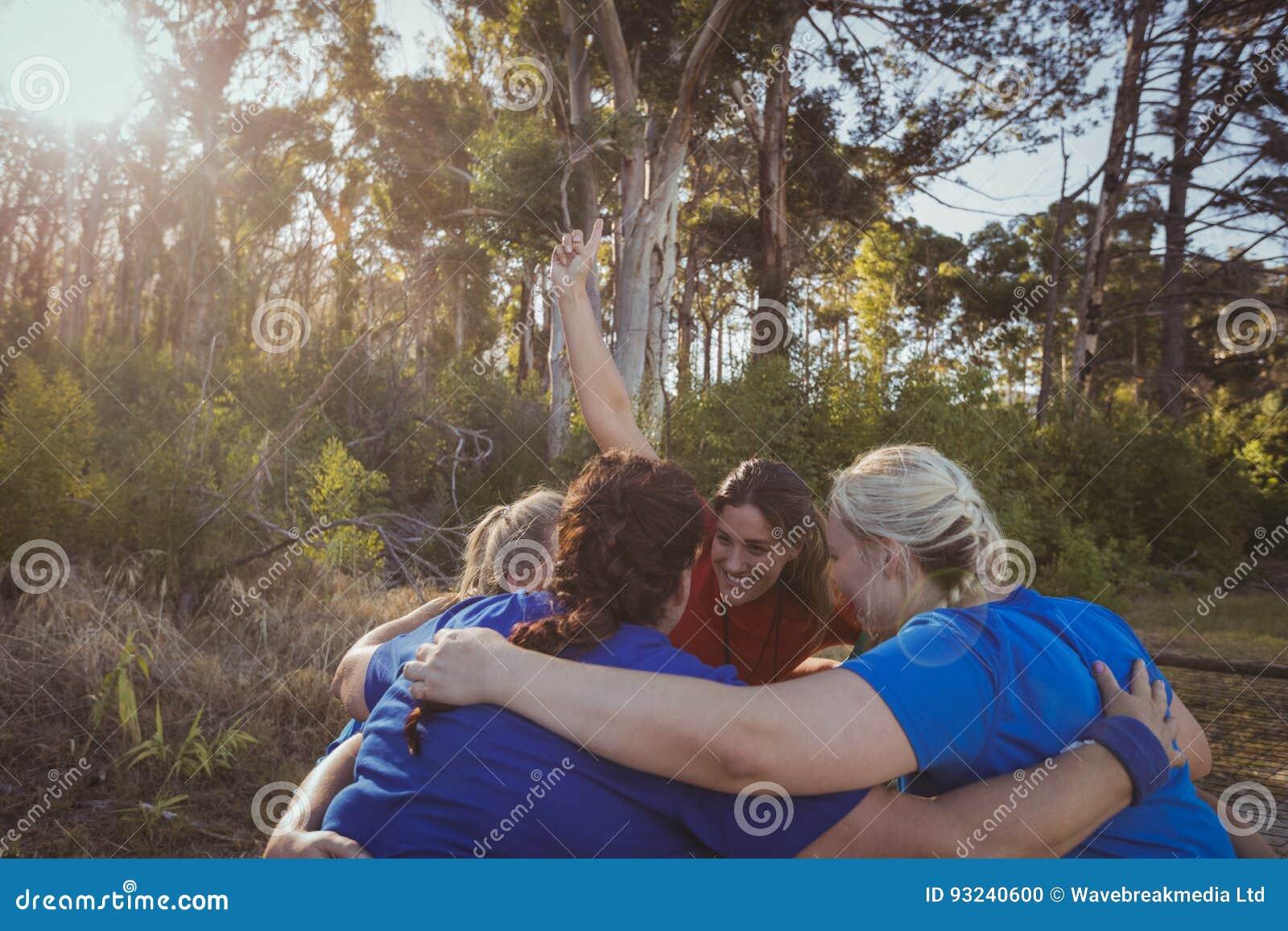 Foto Grupos Forman De Que En Grupo Campo El Mujeres Bota rCeoWdxB