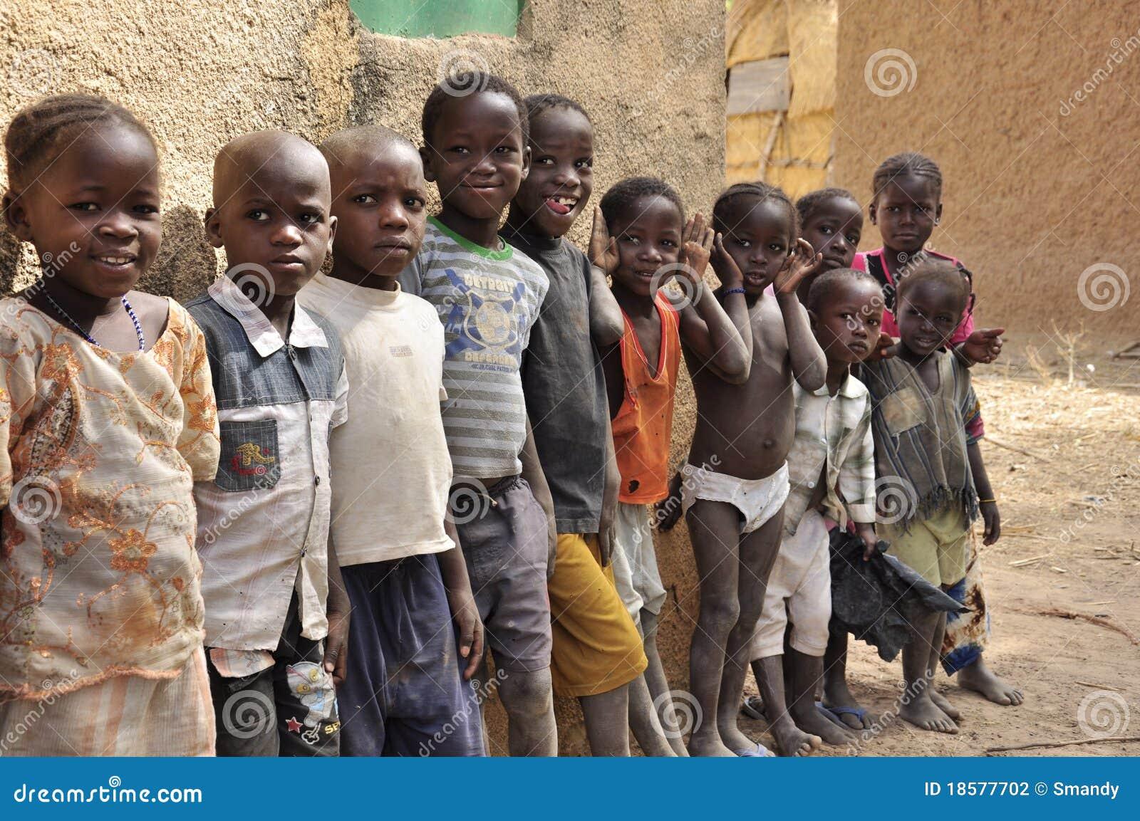 Grupo de ni 241 os africanos en la escuela fotograf 237 a editorial imagen