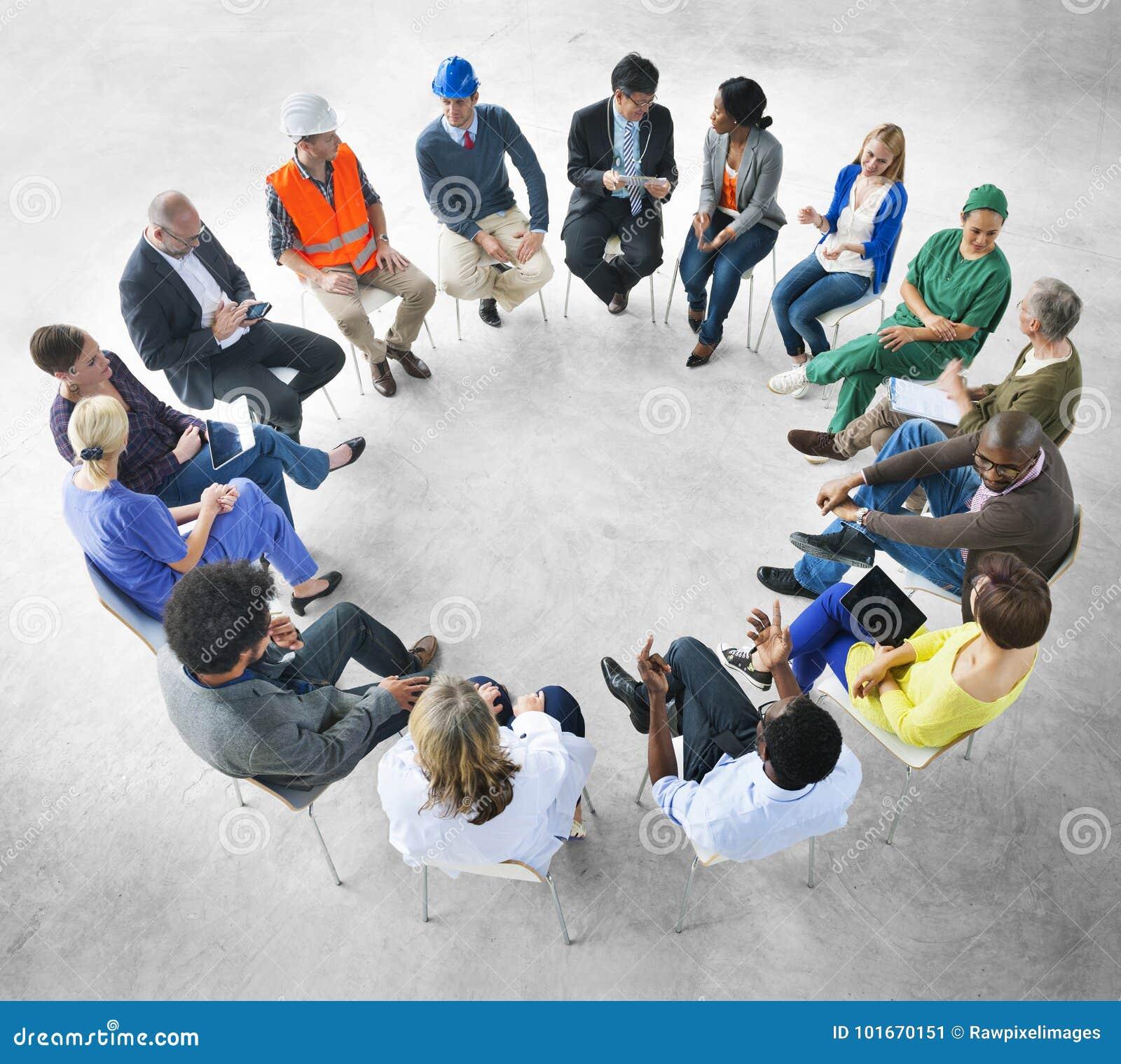 Grupo de ocupações diversas junto