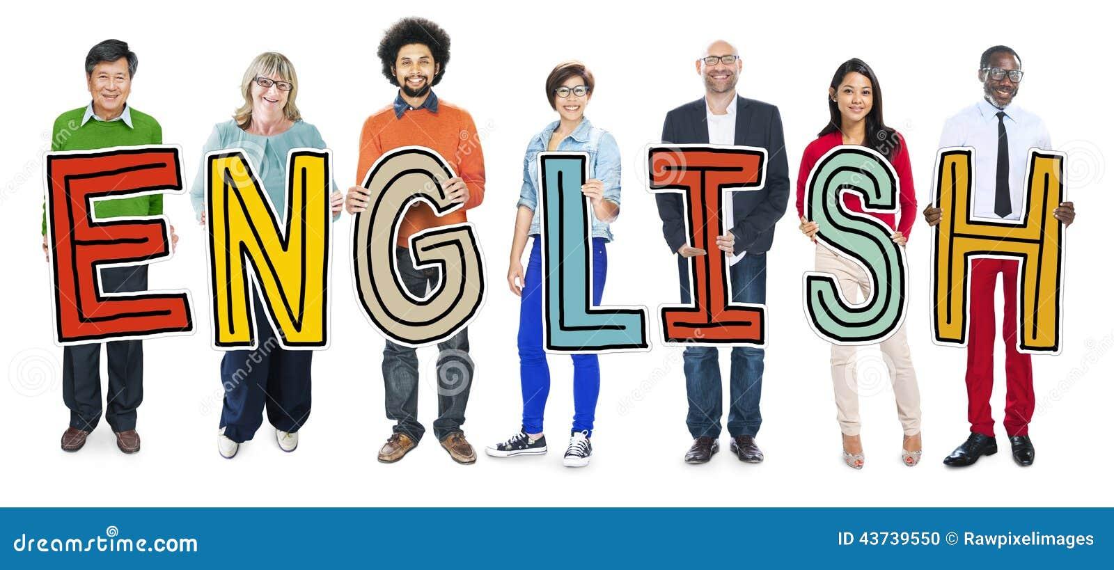 Grupo de personas multiétnico que lleva a cabo la letra inglesa