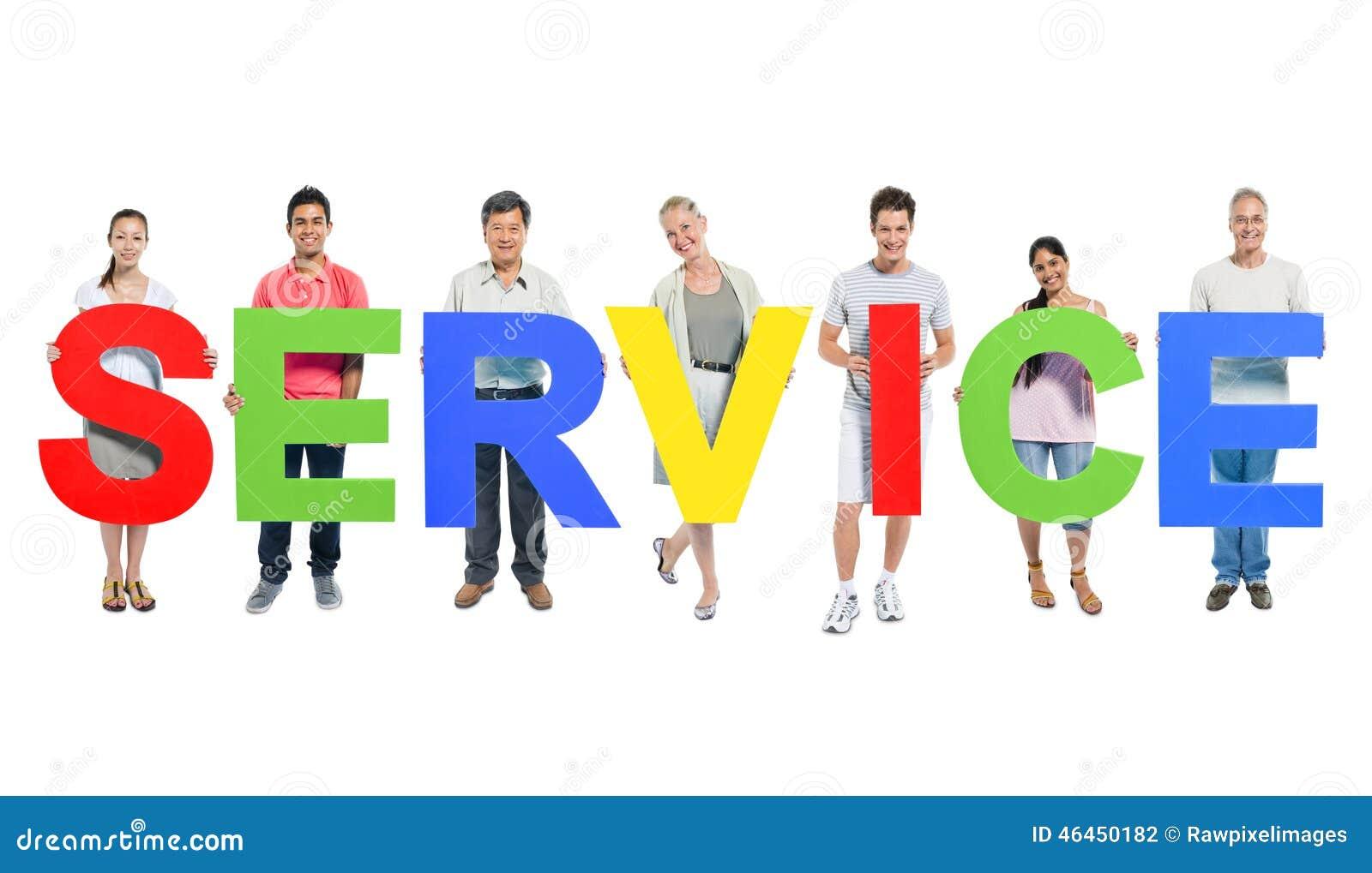 Grupo de personas que lleva a cabo concepto del servicio del alfabeto