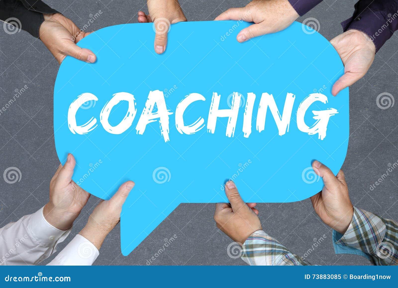 Grupo de personas que lleva a cabo el trainin de la educación el entrenar y de la tutoría