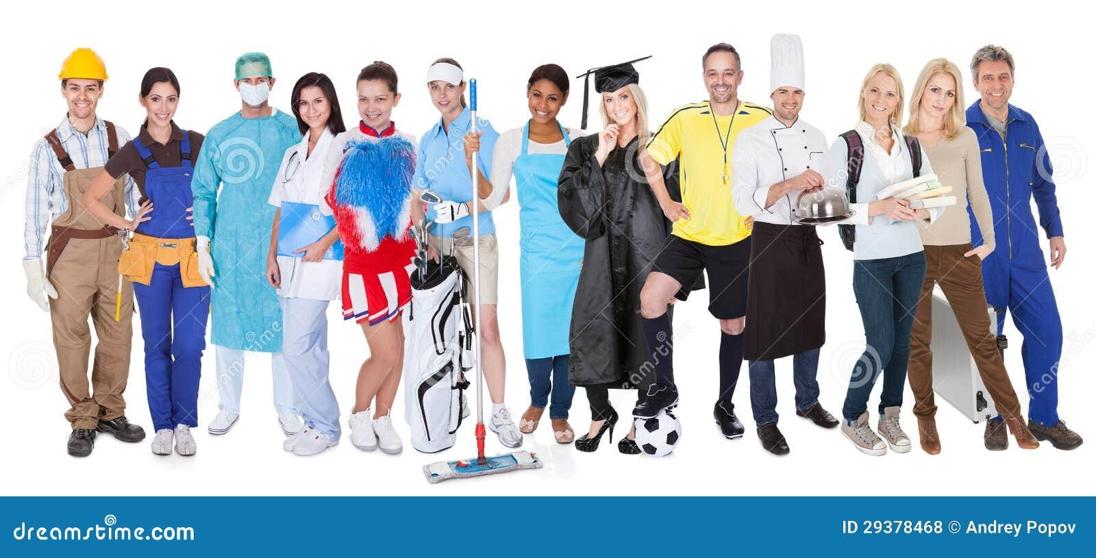 Grupo de personas que representa profesiones diversas