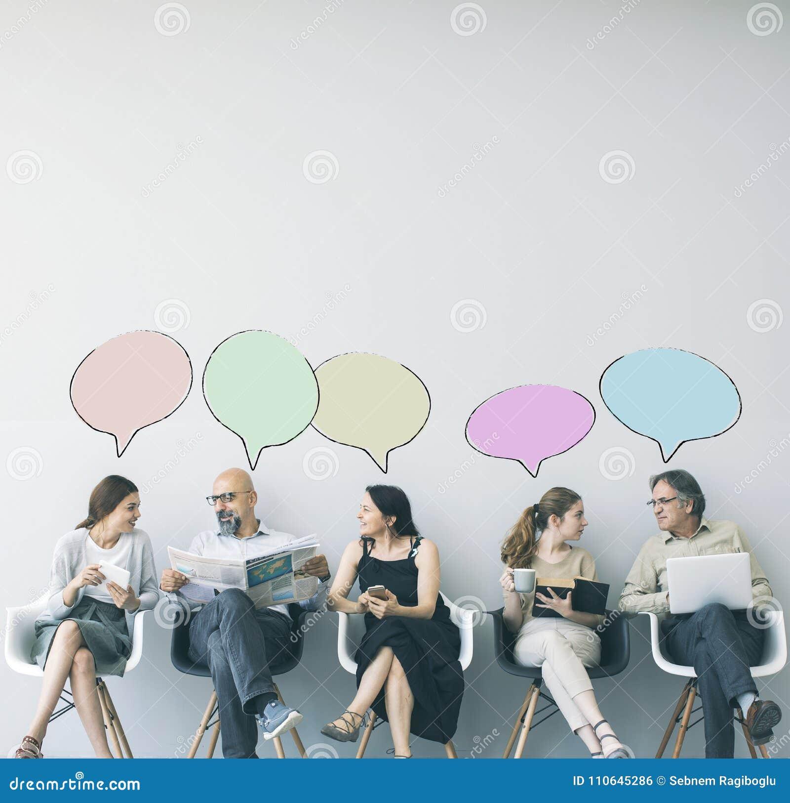 Grupo de pessoas com bolha do discurso