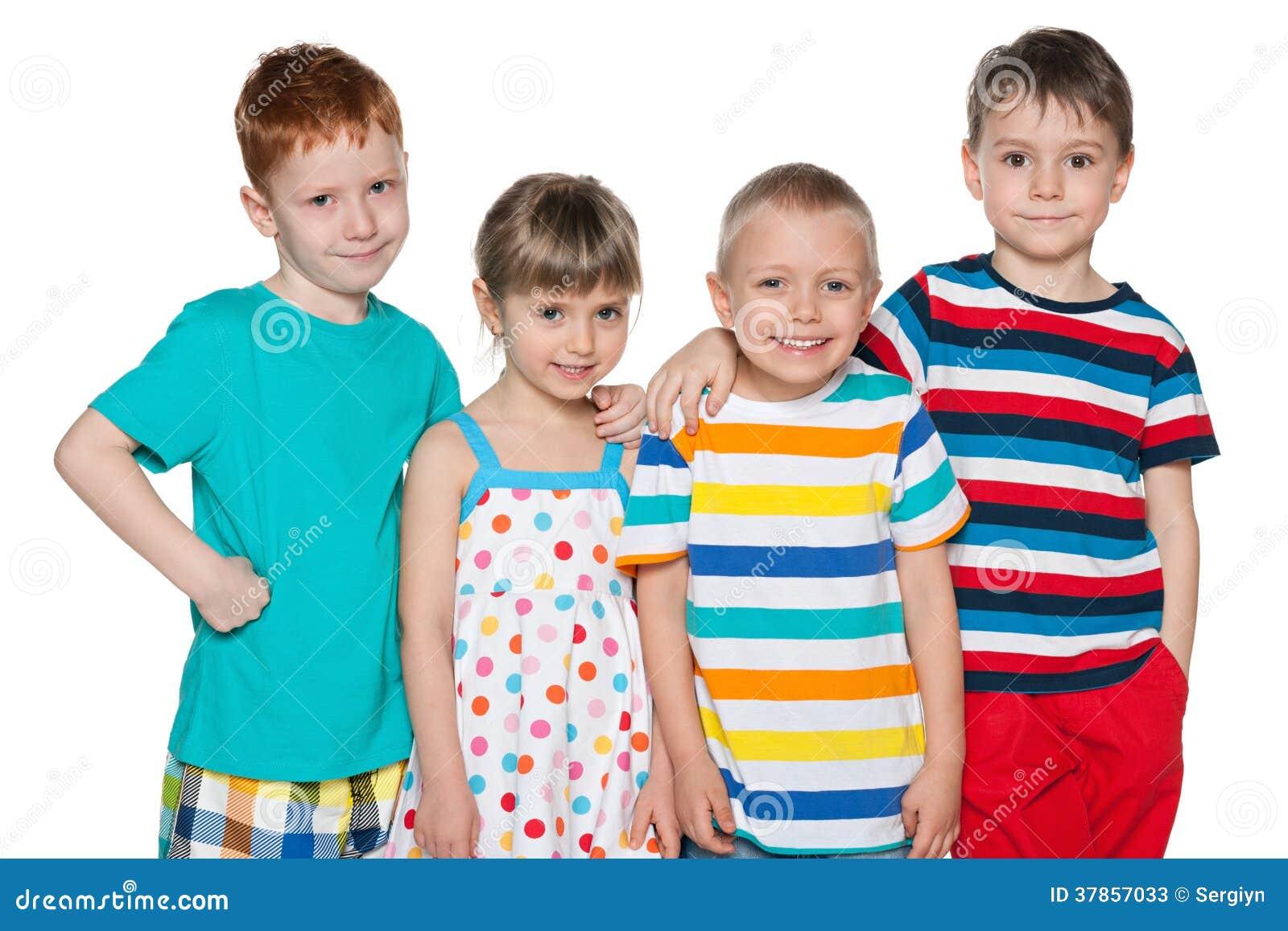 Grupo de quatro crianças alegres