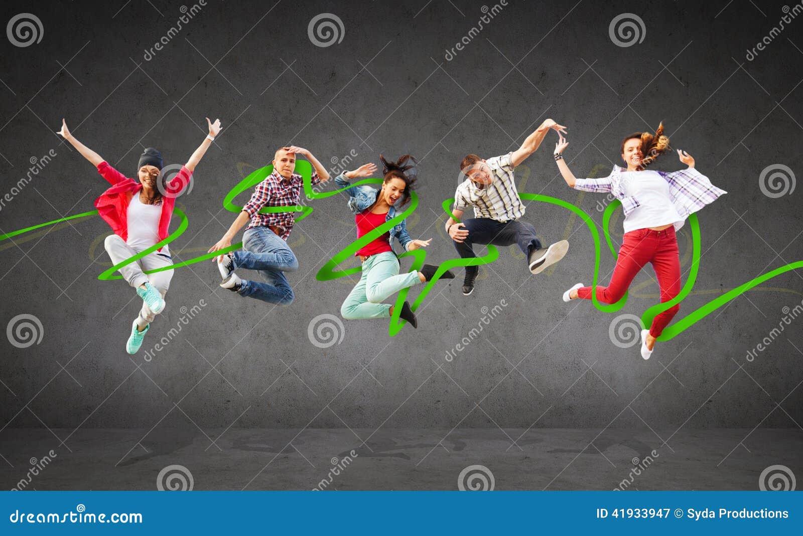 Grupo de salto dos adolescentes