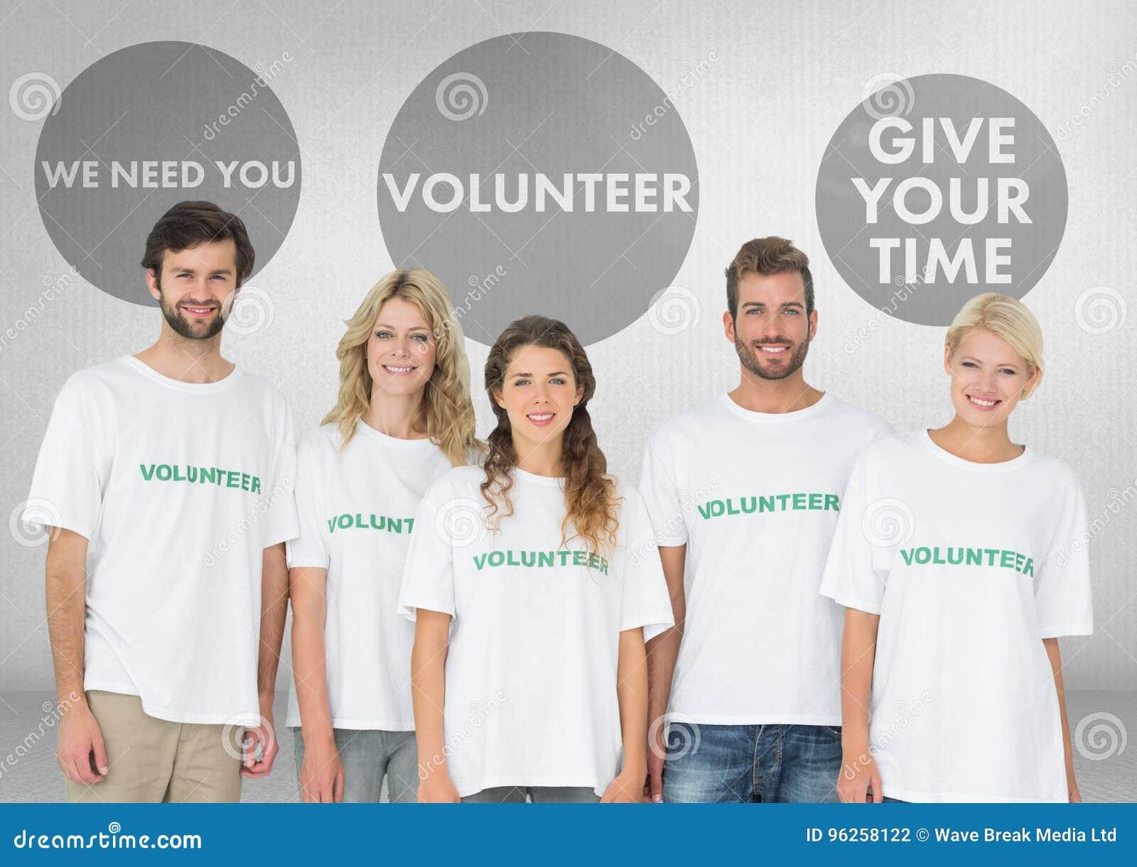 Grupo de voluntários que estão na frente dos gráficos voluntários