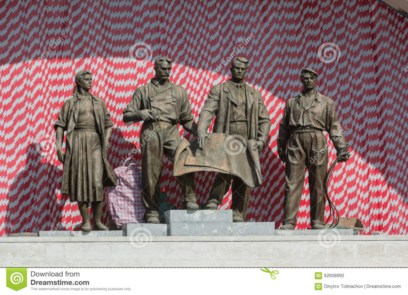 Grupo escultural de épocas soviéticas Kiev, Ucrânia