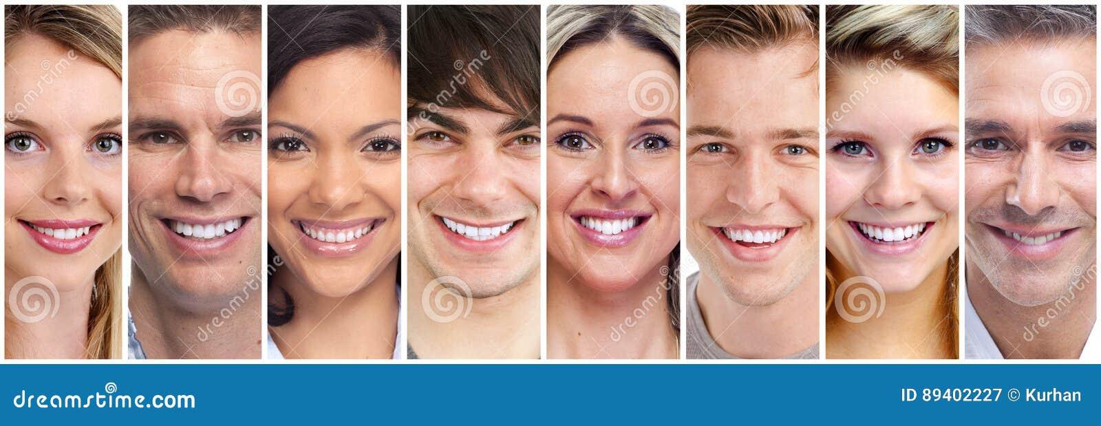 Grupo feliz da cara dos povos