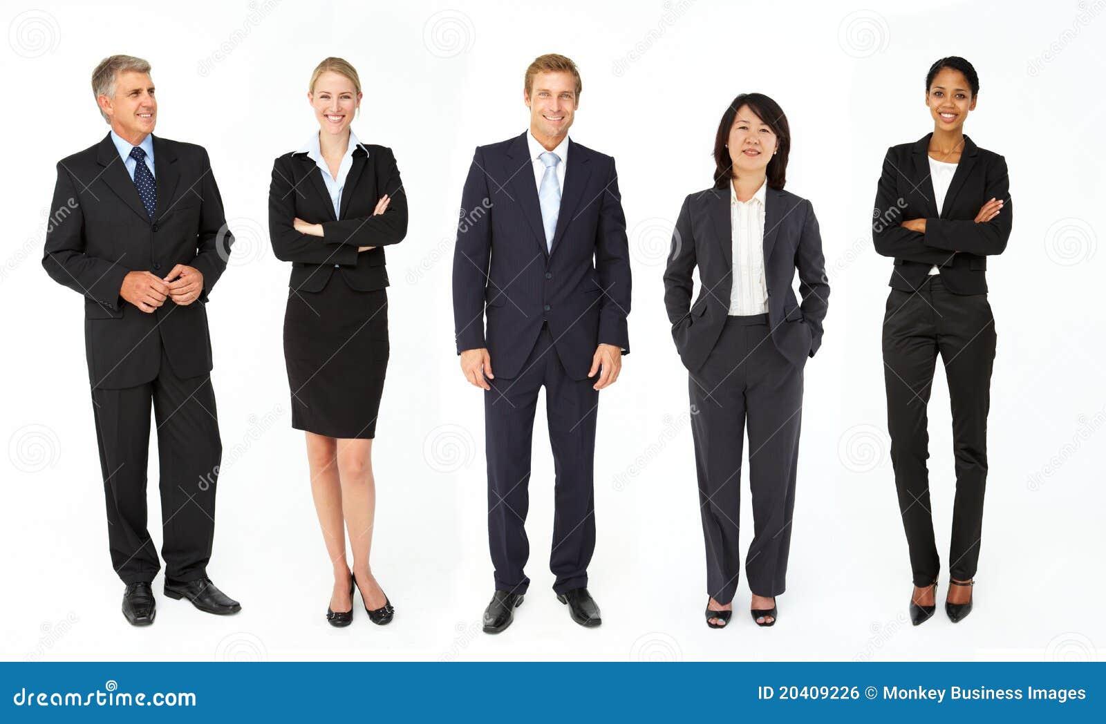 Grupo misturado de homens e de mulheres de negócio