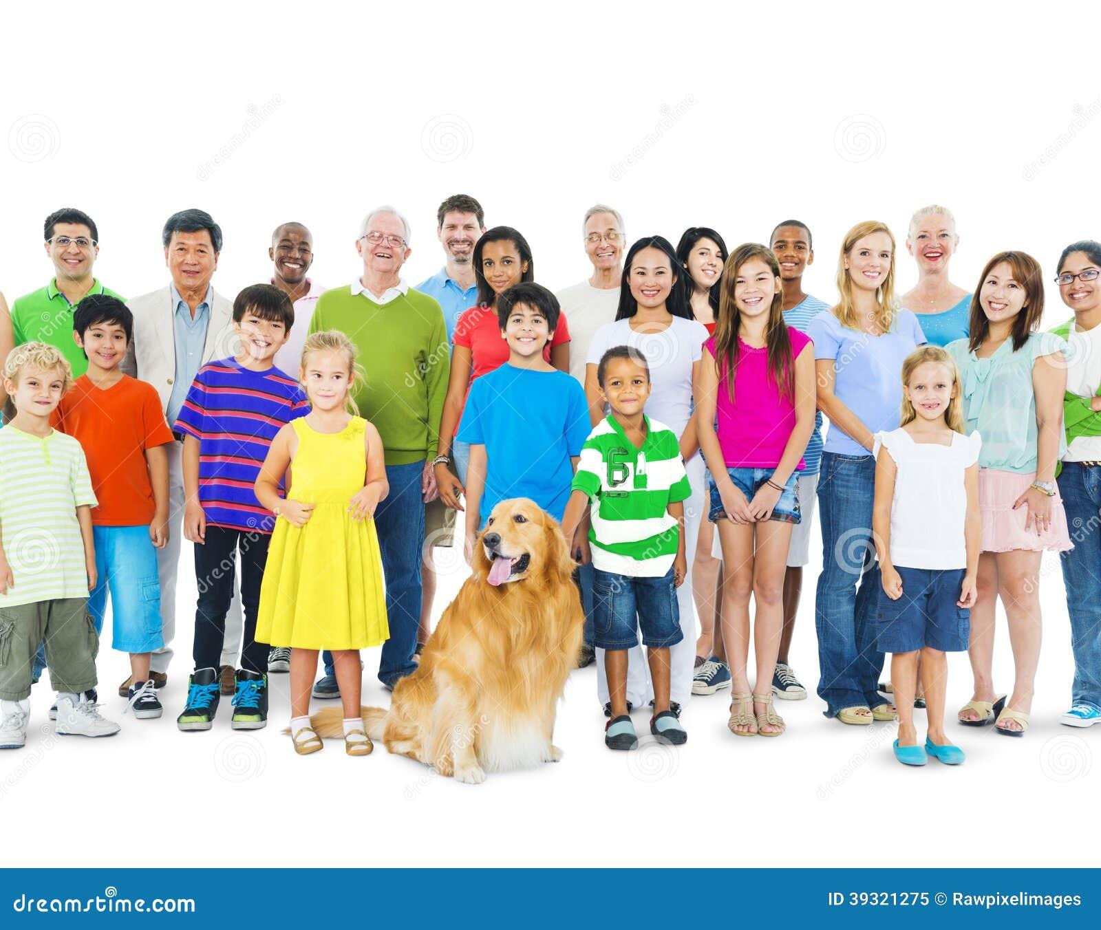 Grupo Multi-étnico de gente mezclada de la edad
