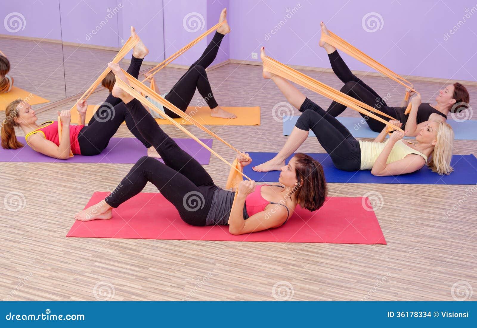Grupo QUENTE dos pilates da ginástica aeróbica