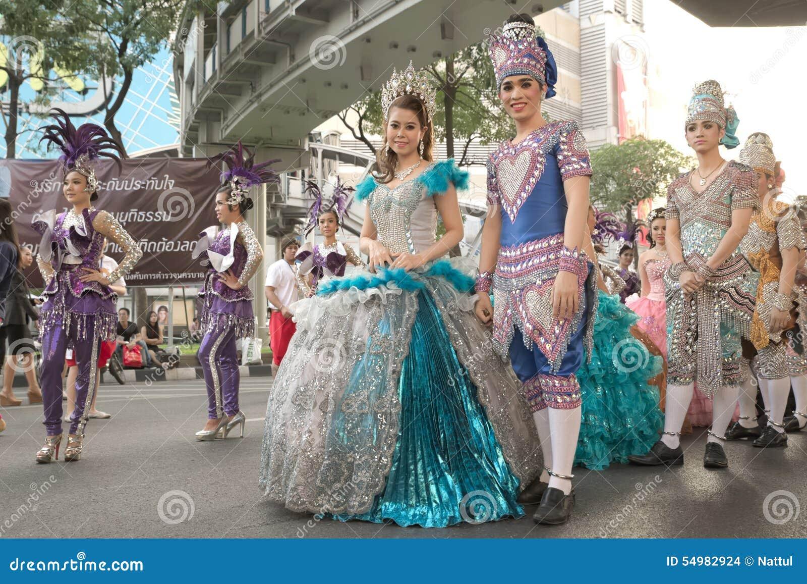 Grupp av den thailändska traditionella dramatiska aktören