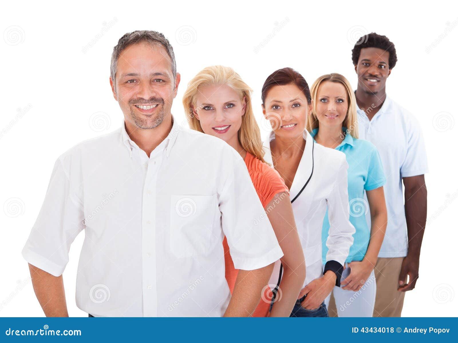 Grupp av Mång--person som tillhör en etnisk minoritet folk som i rad står