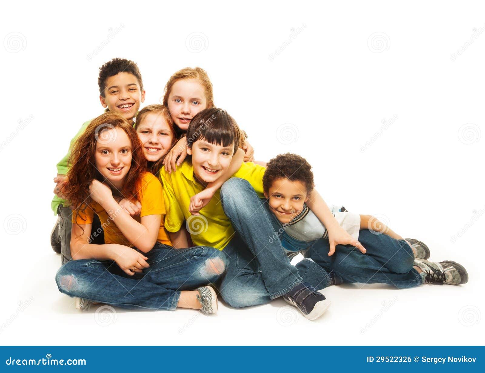 Grupp av mångfald som ser ungar