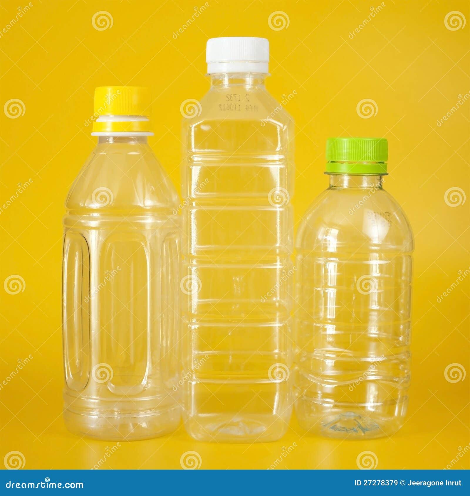 Grupp av plastic flaskor