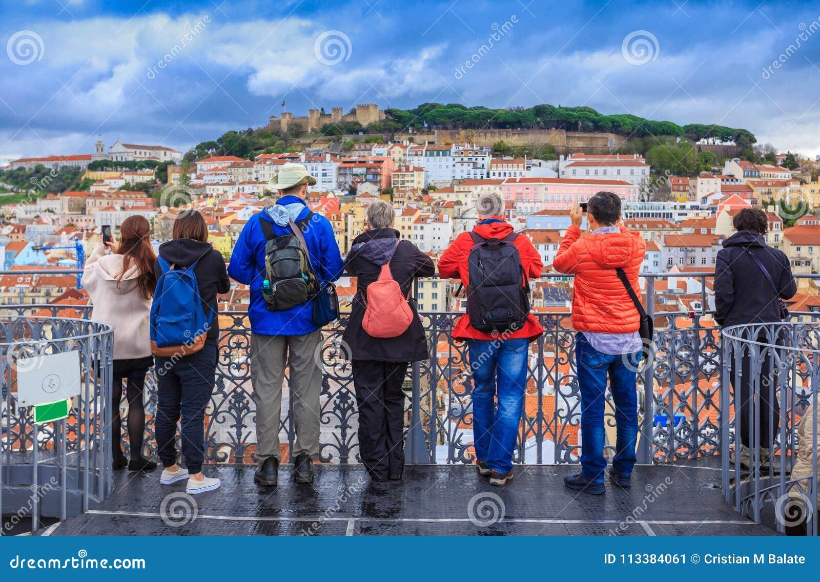Grupp av turister, tur till Lissabon