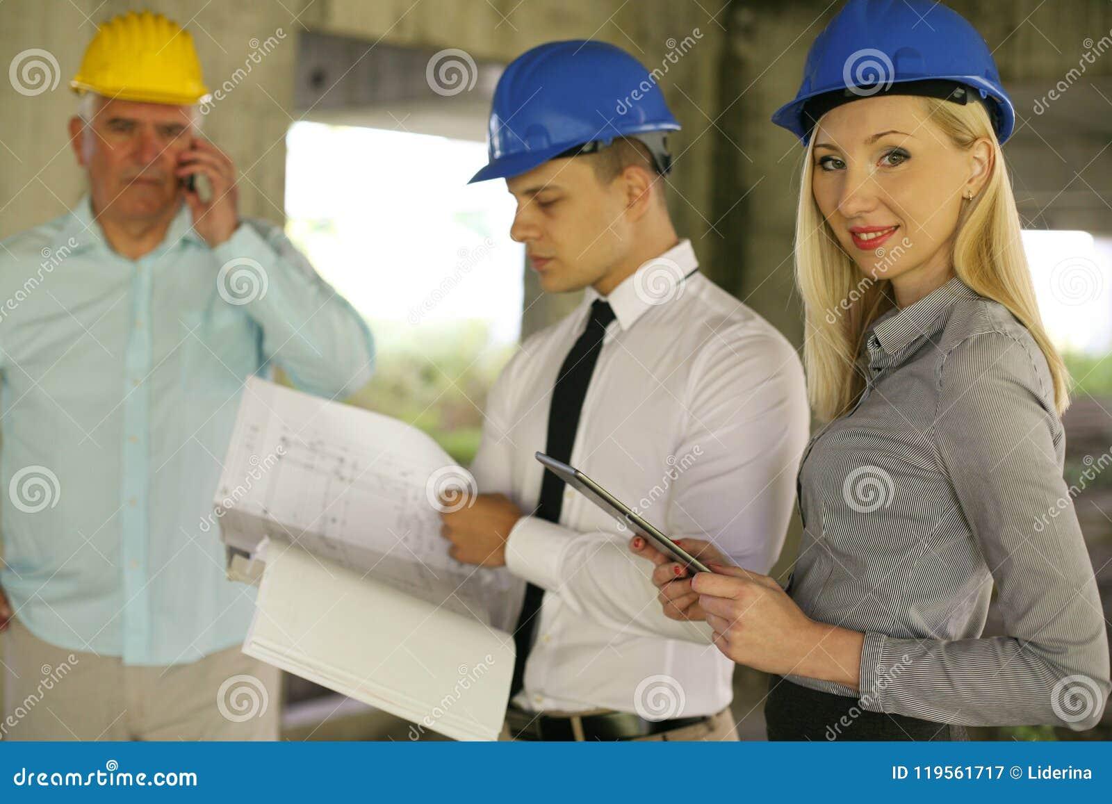Grupp av yrkesmässiga konstruktionschefer