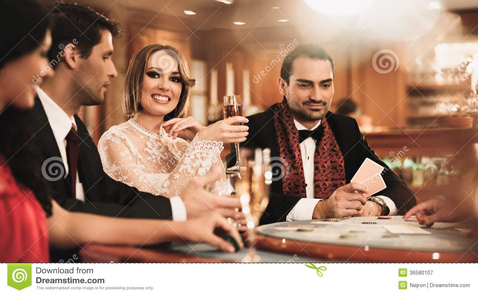 Grupp människor i kasino