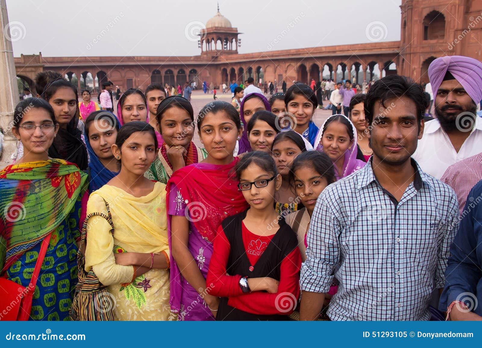 Grupp människoranseende på Jama Masjid i Delhi, Indien