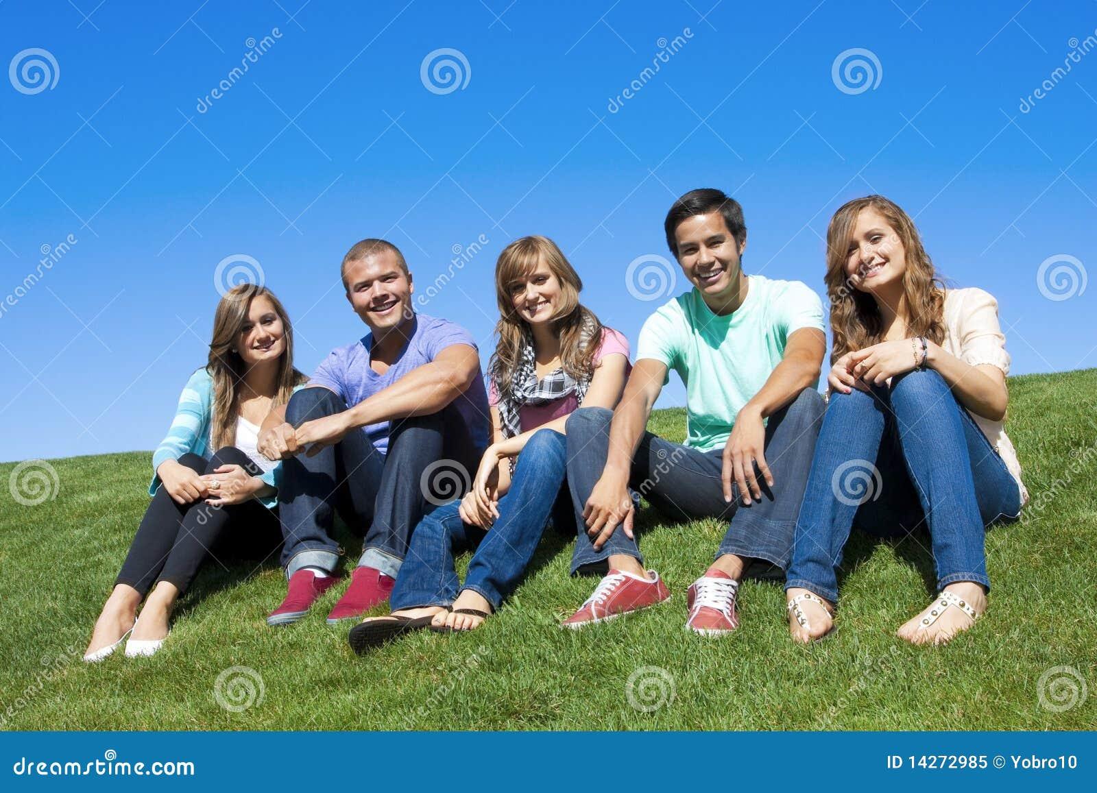 Gruppe attraktive junge Leute