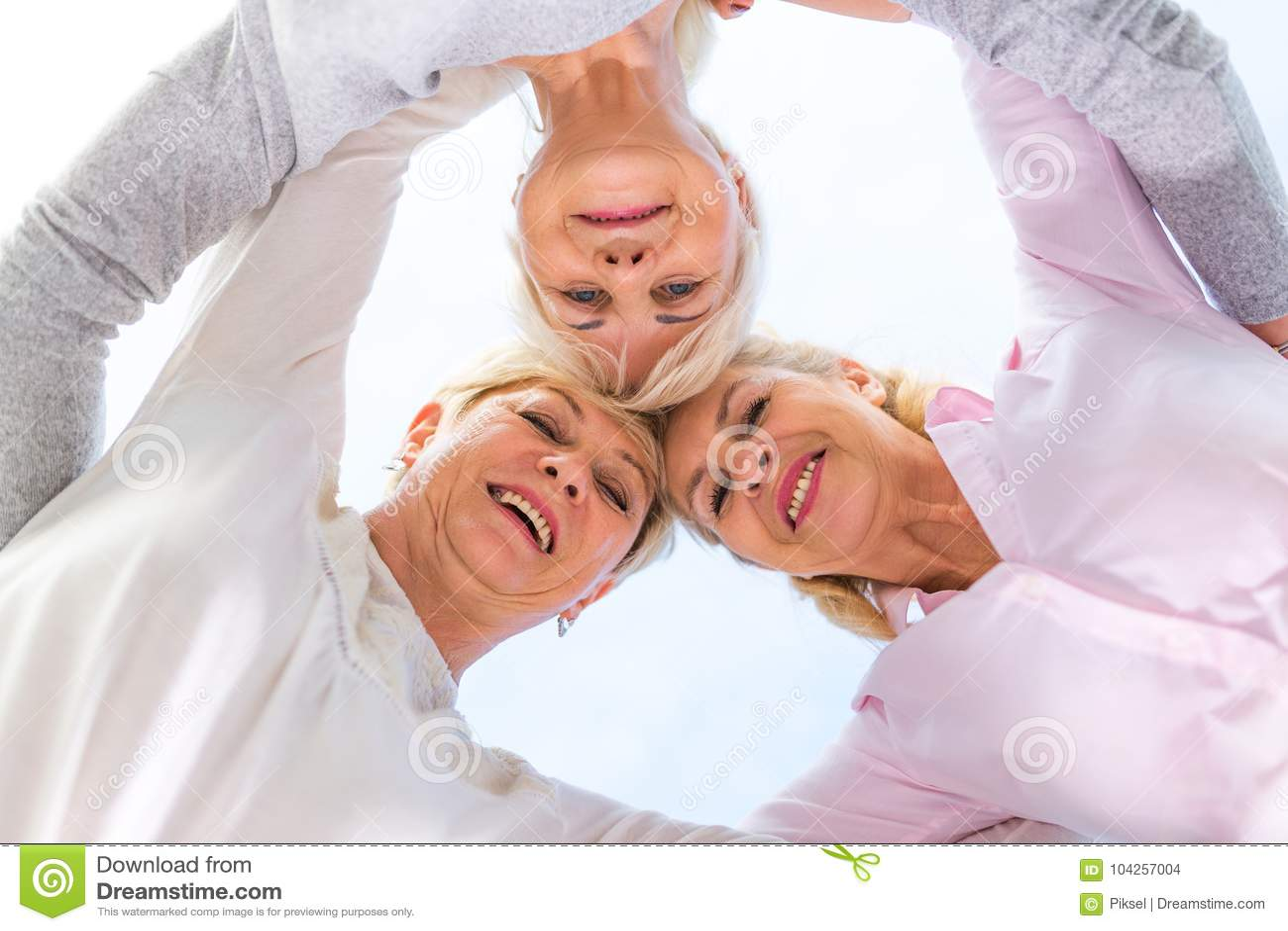 Gruppe des älteren Frauenlächelns