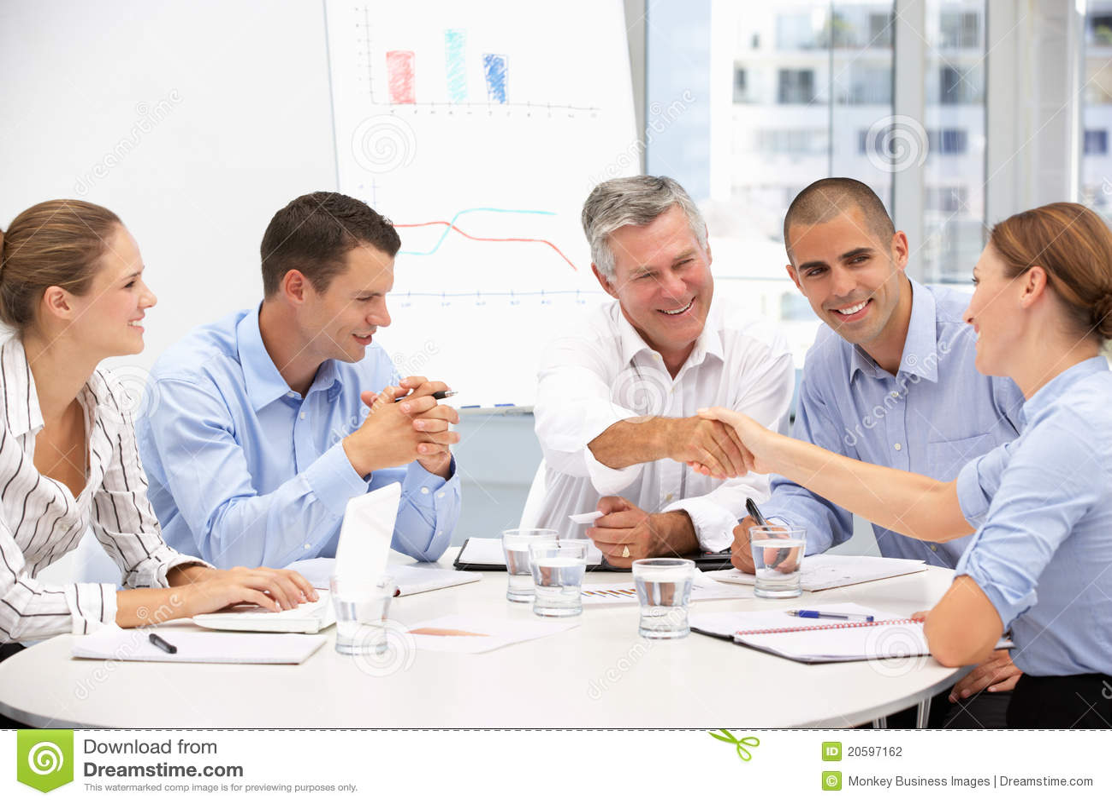 Gruppe des Geschäfts Proffessionals in der Sitzung