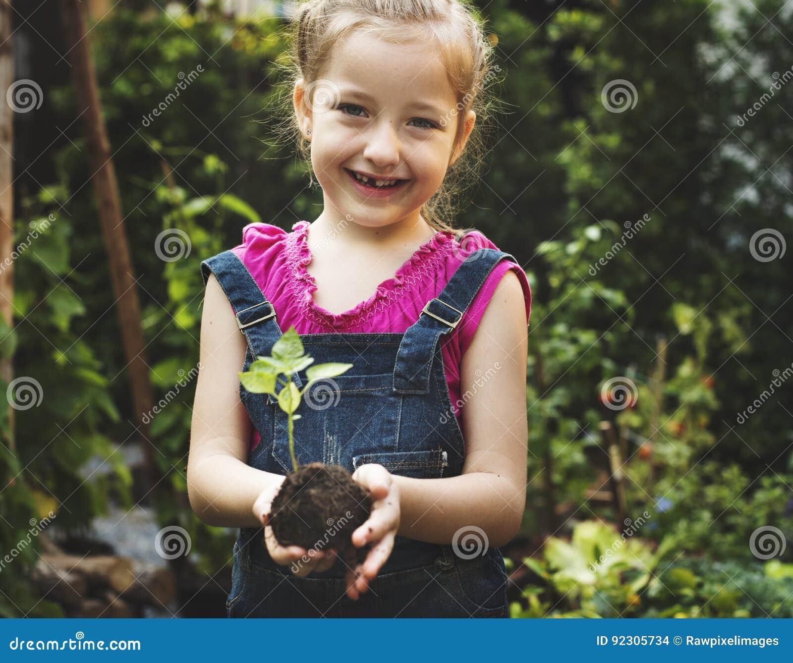 Gruppe des Klimaerhaltungskinderhandpflanzens