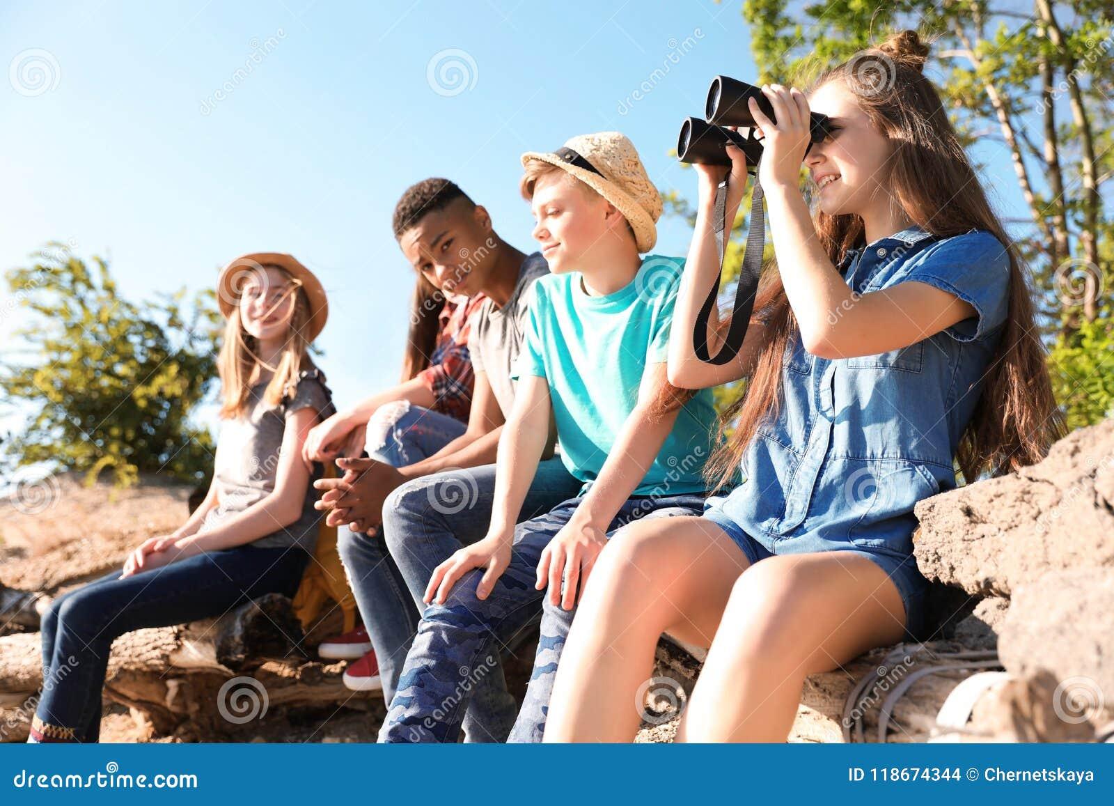 Gruppe Kinder draußen Sommerlager