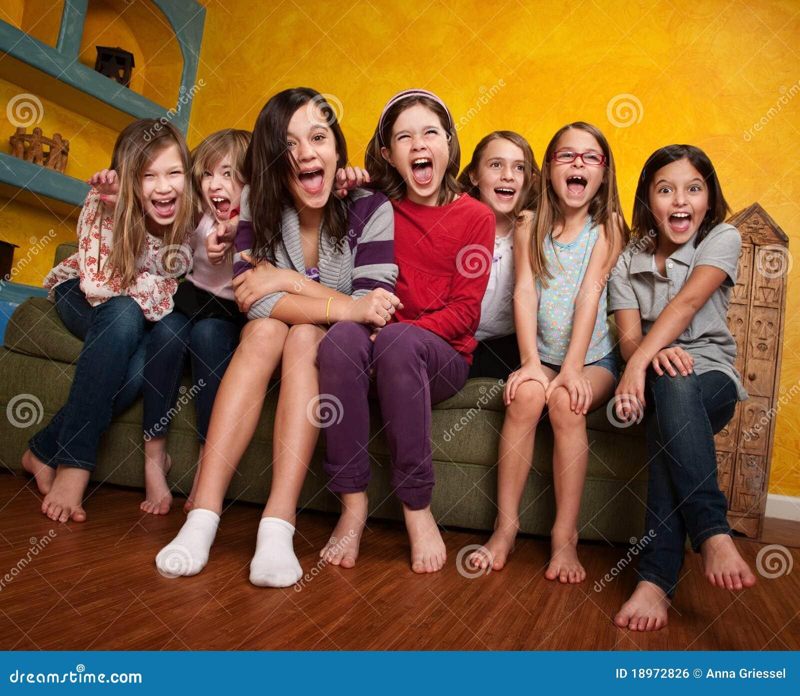 Gruppe schreiende Mädchen