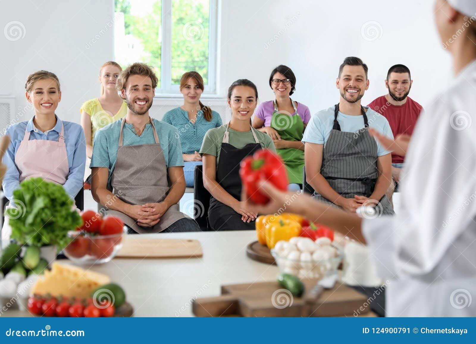 Gruppe von Personen und weiblicher Chef