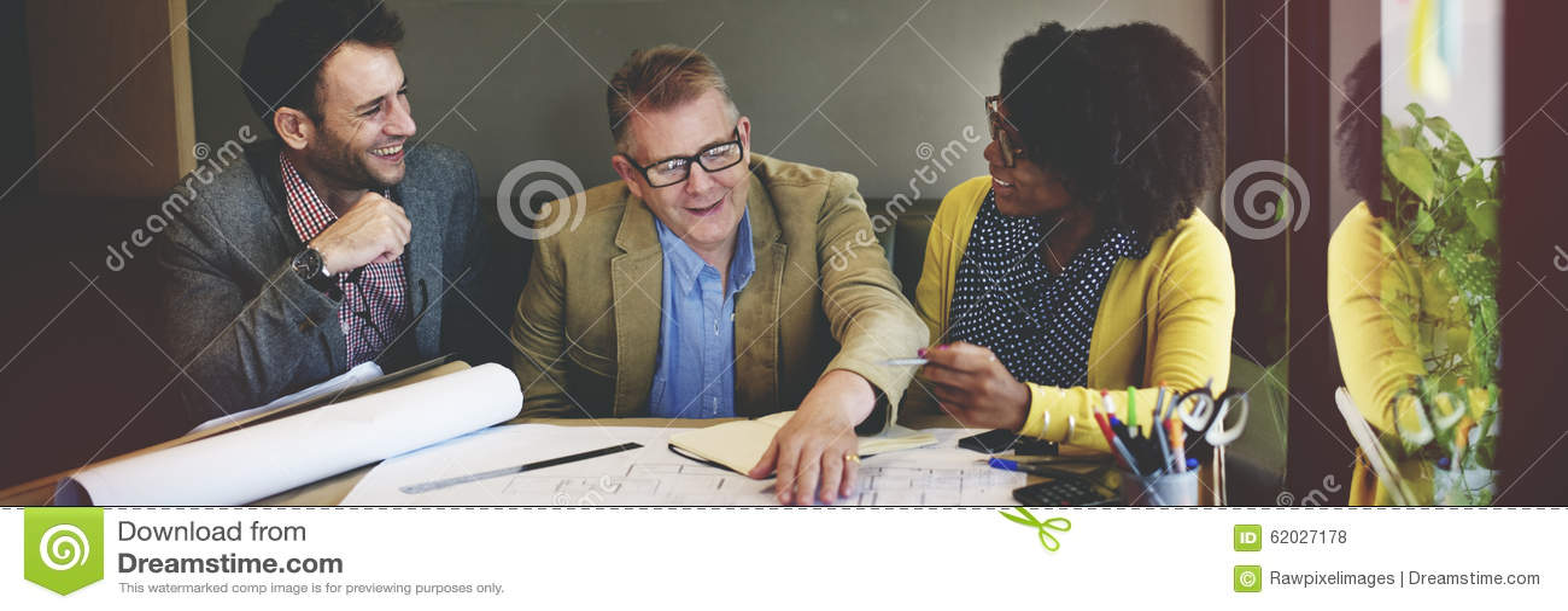 Gruppen-Architekten-Meeting Planning Blueprint-Konzept