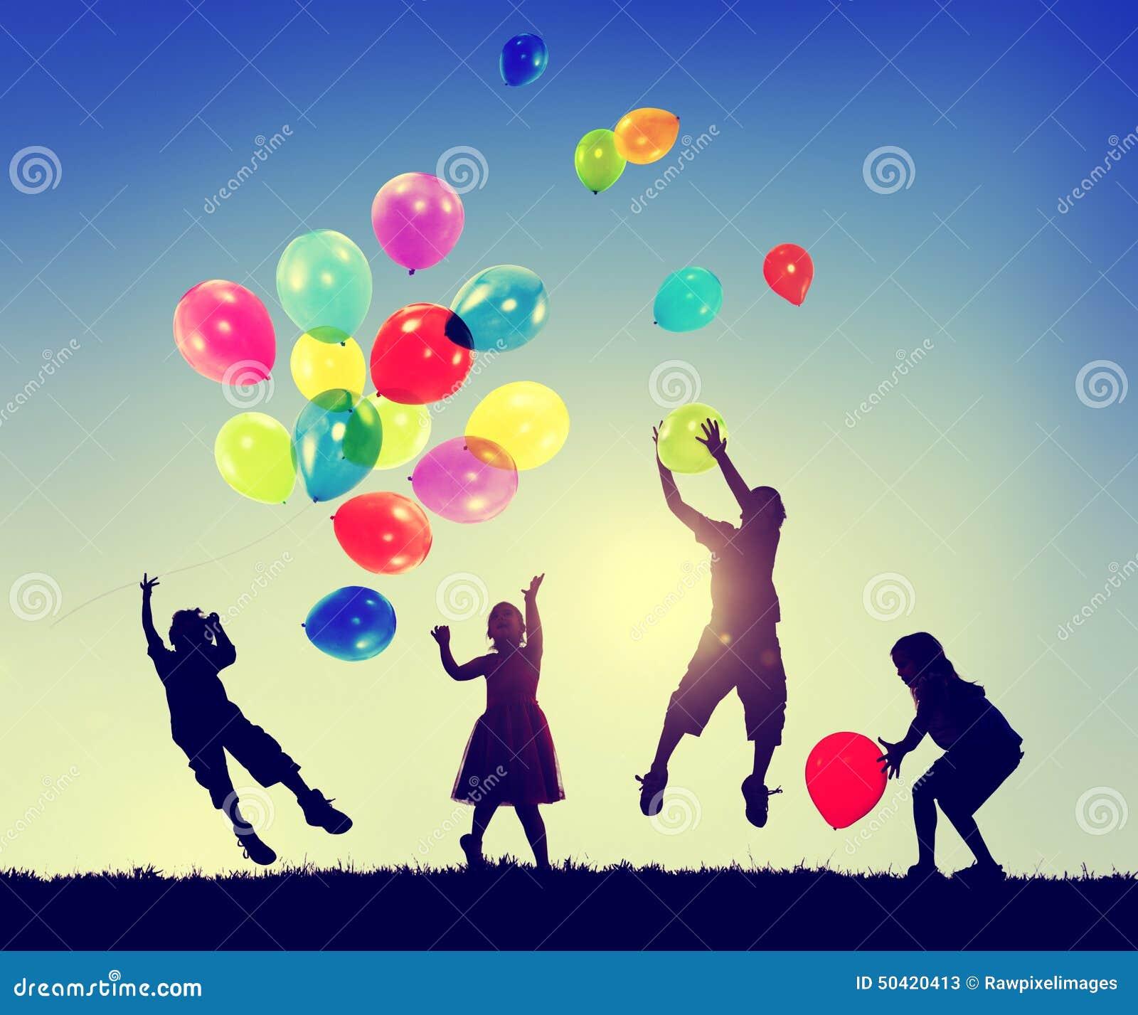 Gruppen-Kinderfreiheits-Glück-Fantasie-Unschulds-Konzept