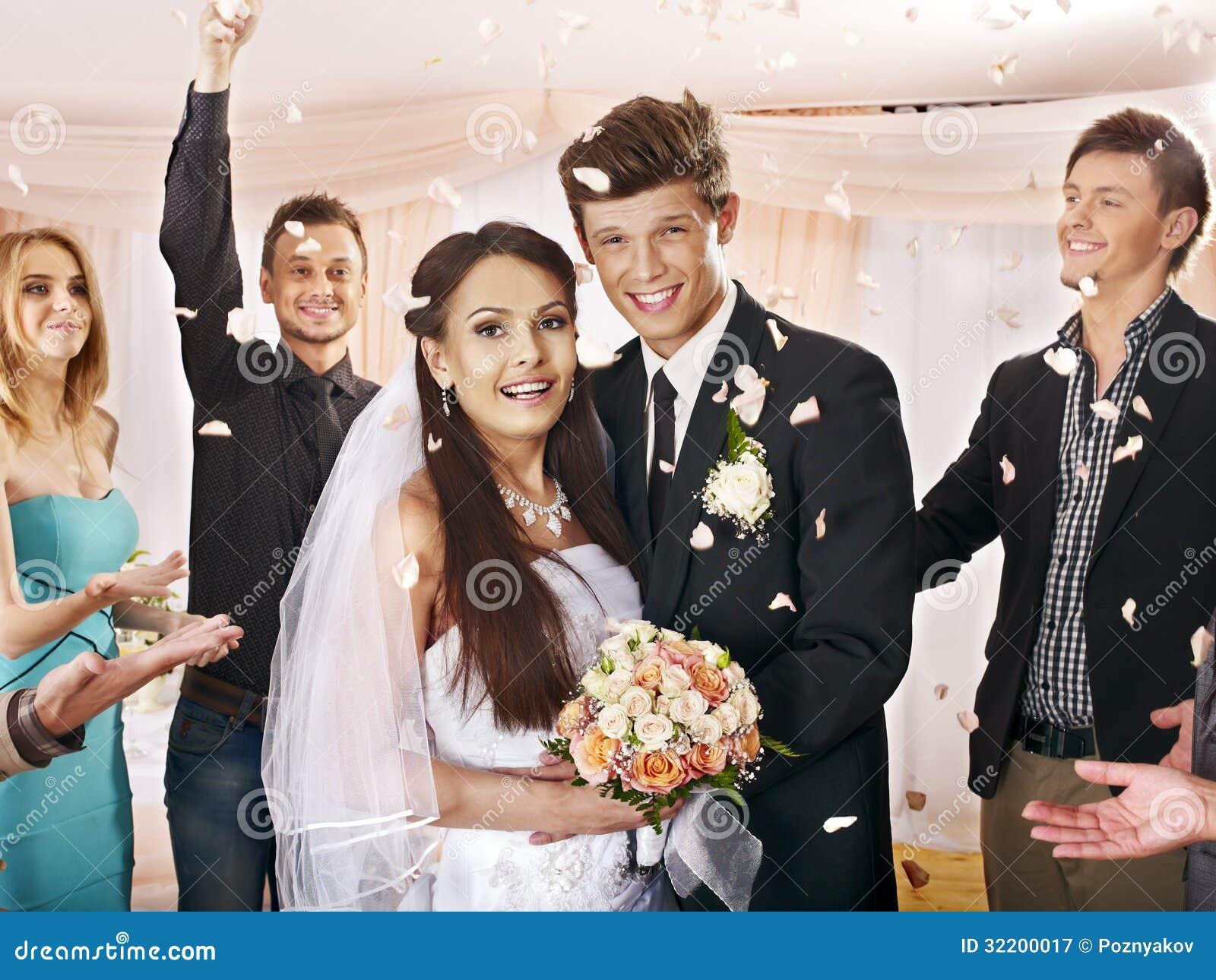 Gruppenleute an der Hochzeit.