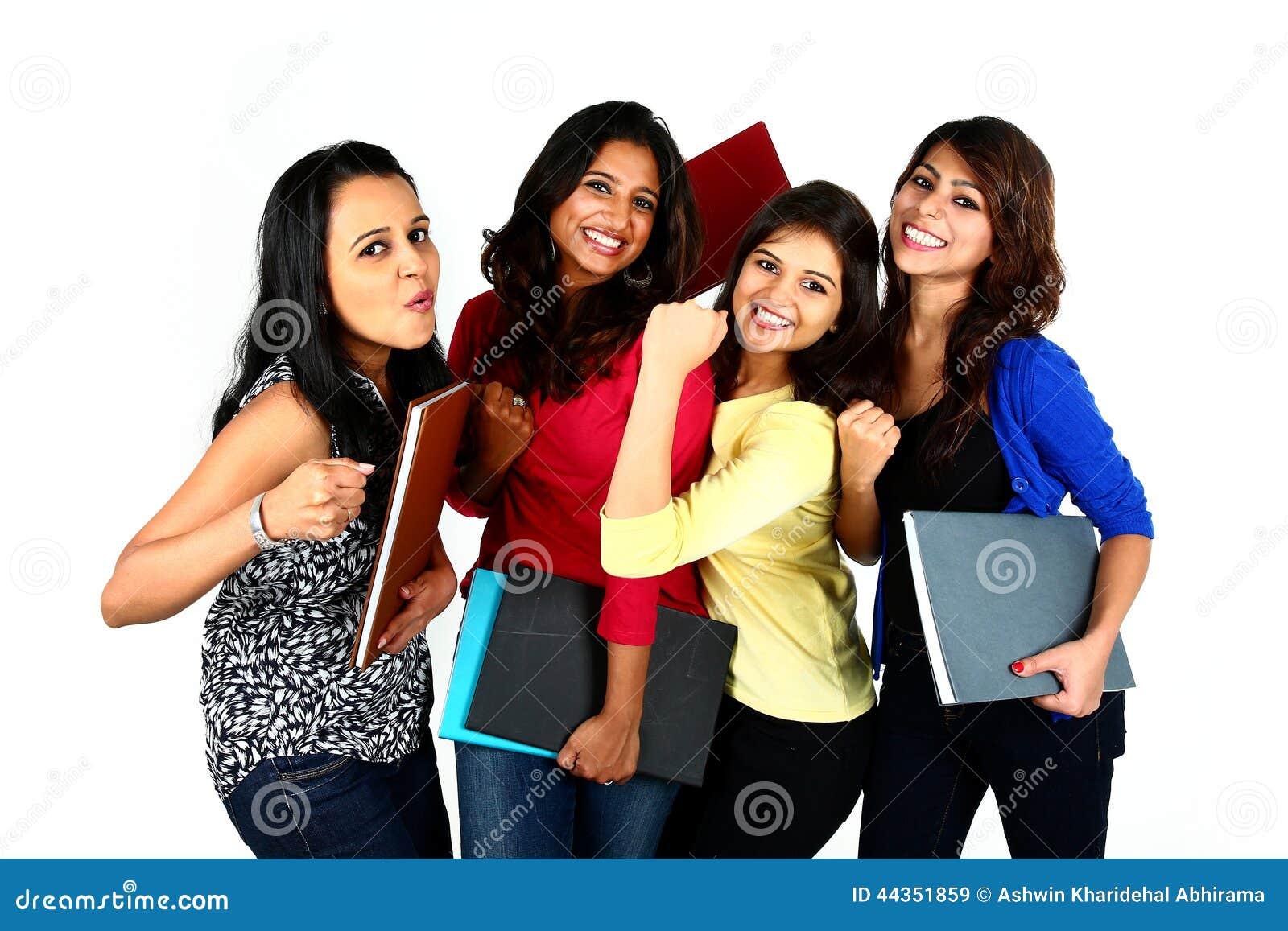 Gruppo di amici/studenti asiatici femminili sorridenti