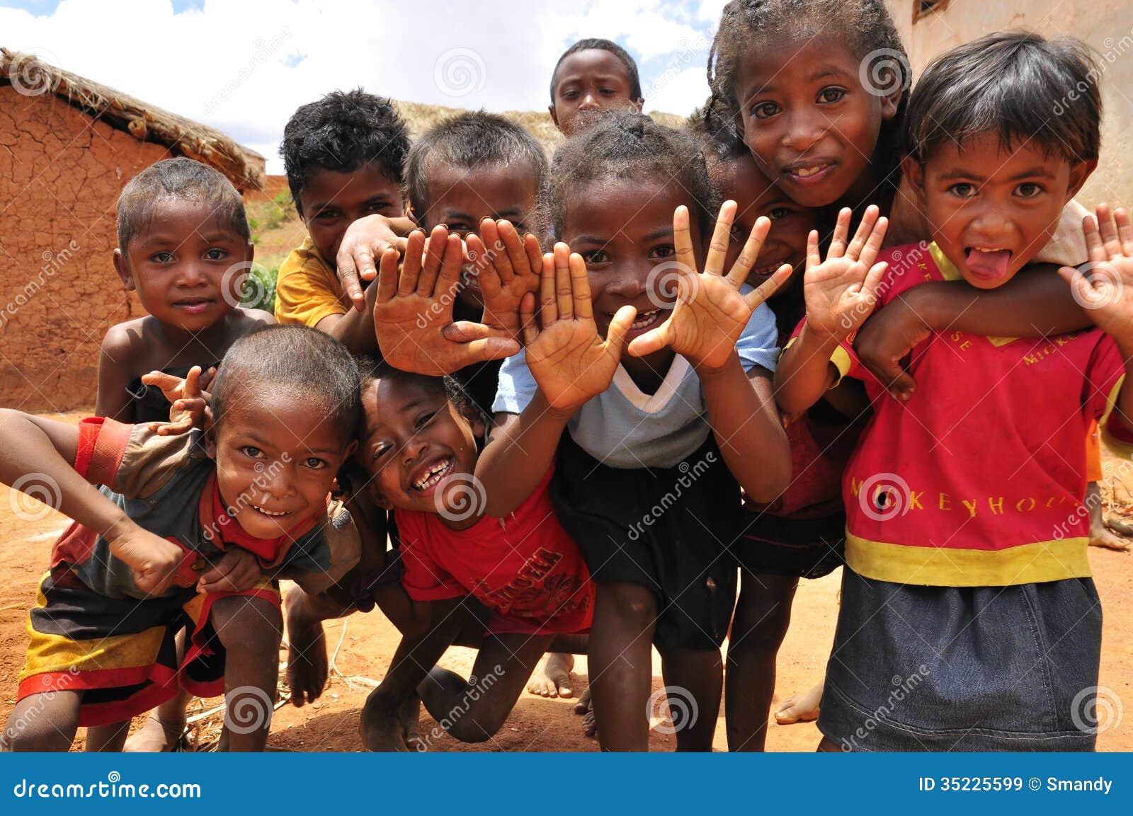 Popolare Gruppo Di Bambini Africani Che Giocano Con Le Mani Immagine Stock  ZI51
