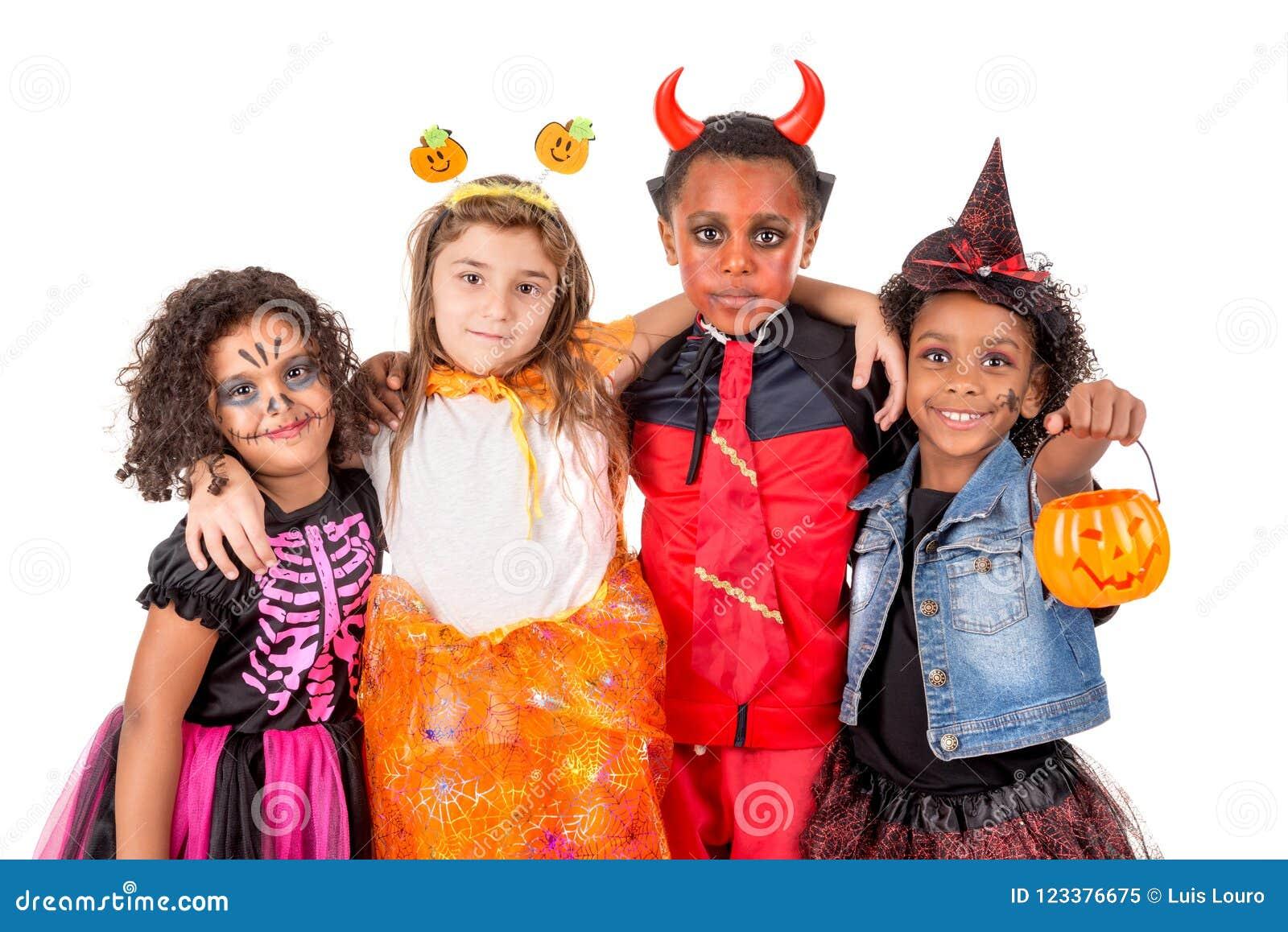 Costumi Halloween Di Gruppo.Gruppo Di Bambini In Costumi Di Halloween Immagine Stock Immagine