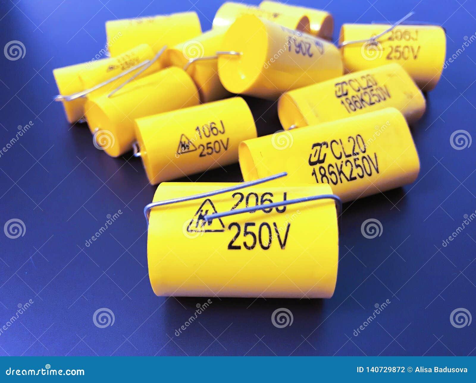 Gruppo di dimensioni differenti dei condensatori assiali a film metallico audiophile