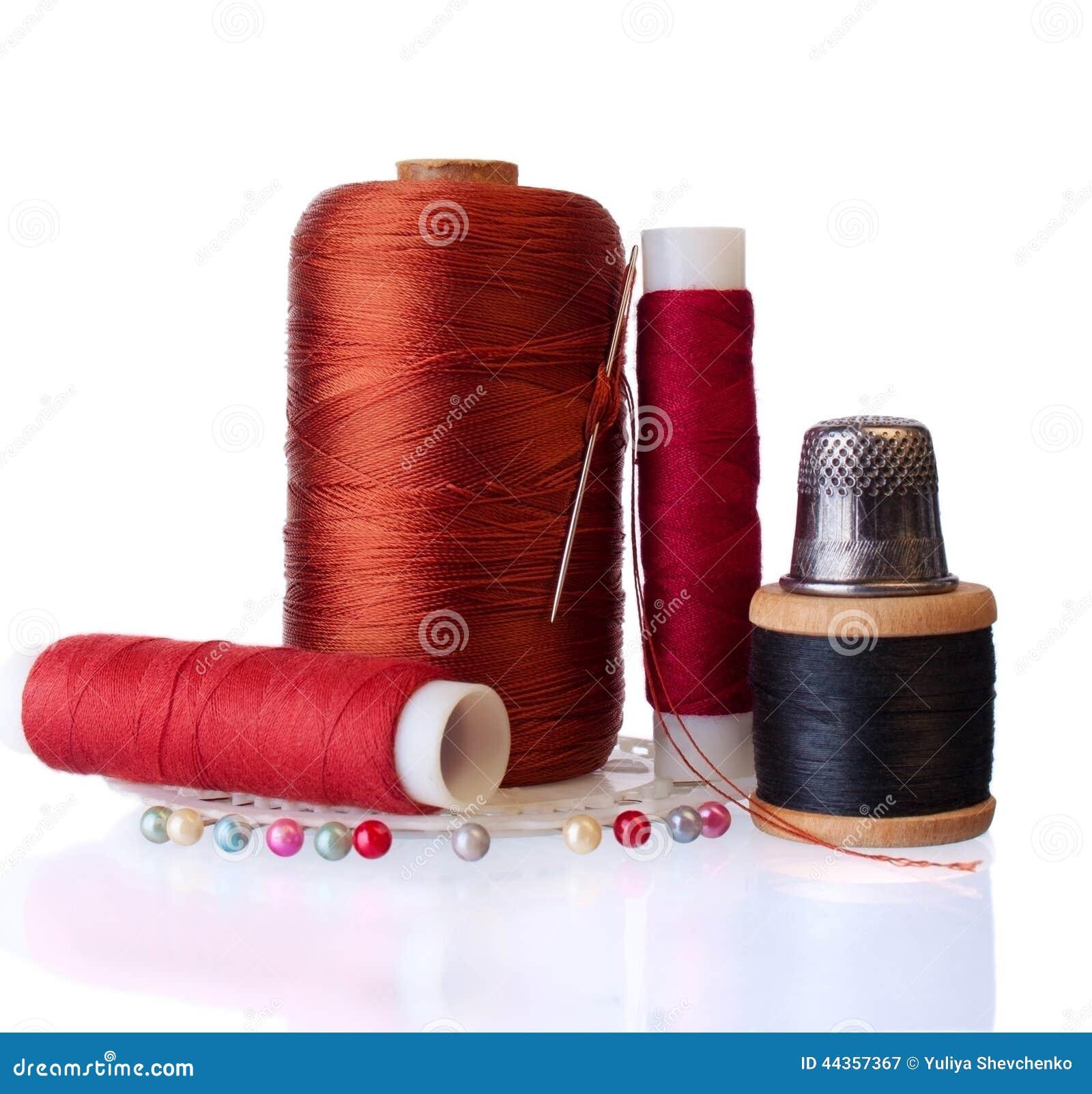 Gruppo di oggetti per il cucito domestico