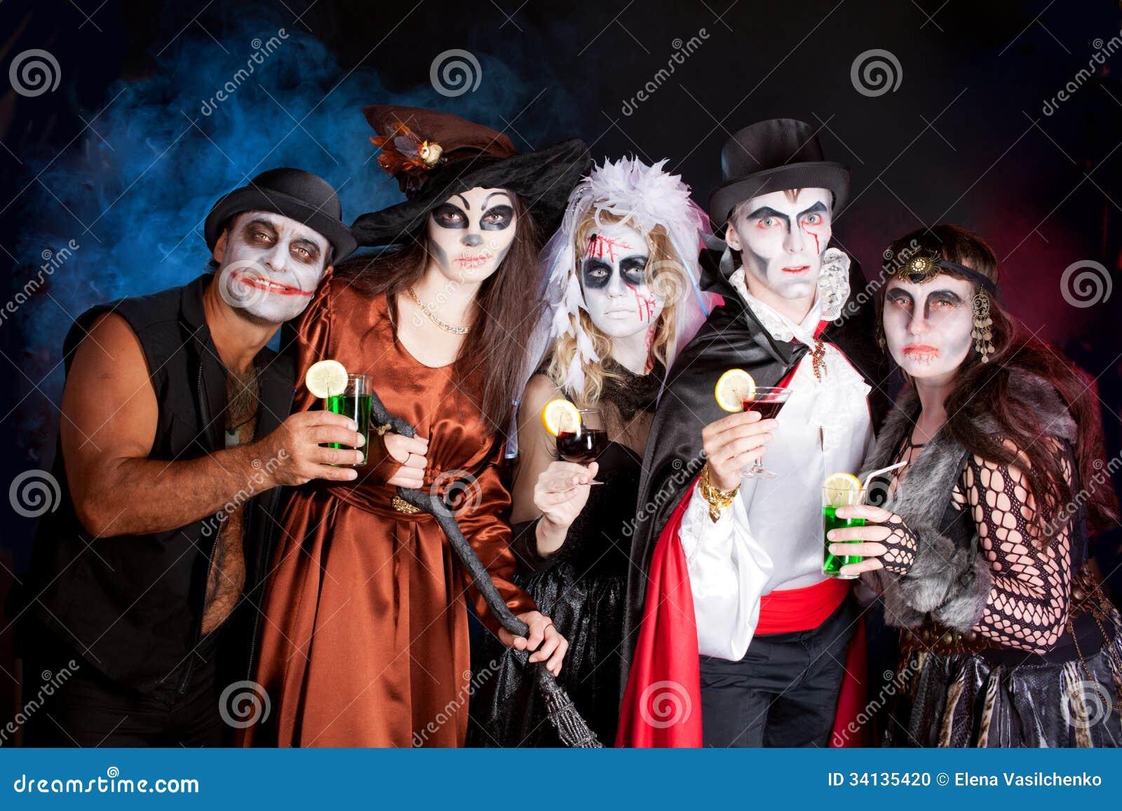 Halloween Gruppo.Gruppo Di Persone Che Durano Per Halloween Fotografia Stock